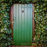 Как  восстановить и покрасить двери дома своими руками